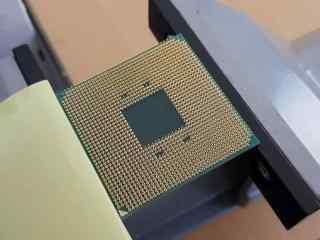 开盖有喜 AMD七代Zen APU首次开盖 AM4接口1331个针脚