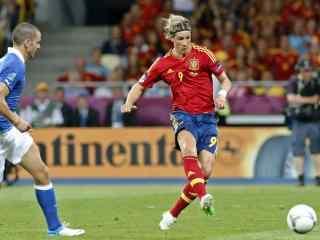西班牙斗牛士金童托雷斯高清壁纸  足球人物壁纸