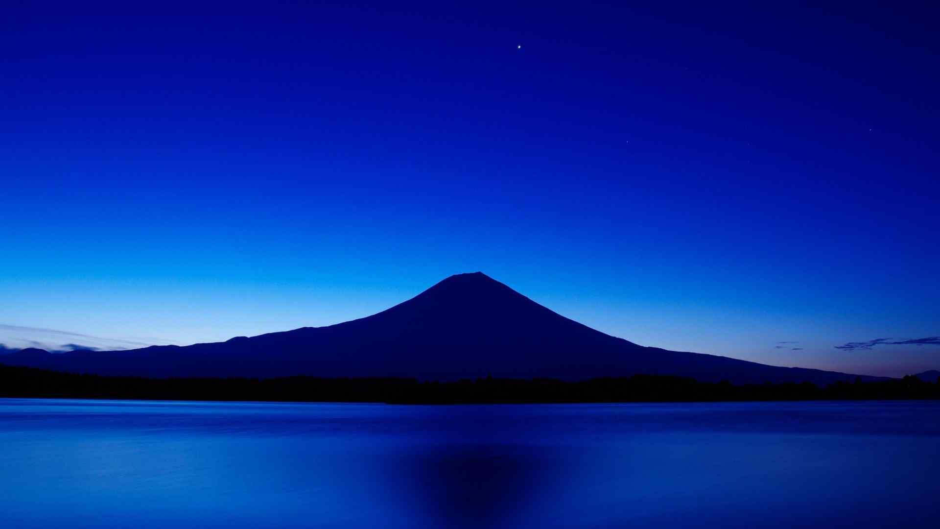 日本著名景点富士山唯美高清风景壁纸 富士山下