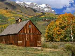 小木屋桌面壁纸 草原上的小木屋 小木屋图片