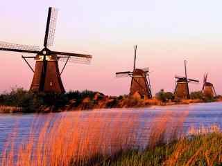 荷兰风车图片 经典大风车桌面壁纸  草原风车壁纸下载