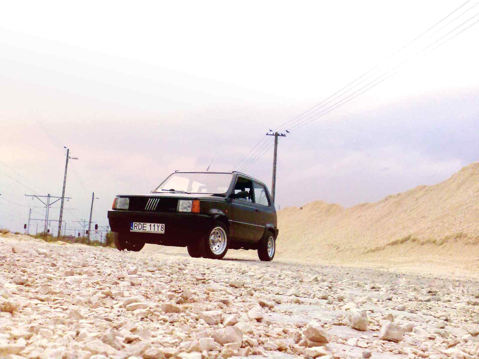 菲亚特Fiat500汽车壁纸 菲亚特熊猫汽车壁纸