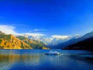 中国新疆风景图片下载 天山天池风景桌面壁纸 新疆自然风景桌面
