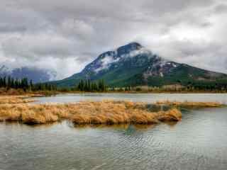 美丽湖泊桌面壁纸 山间湖泊高清摄影壁纸