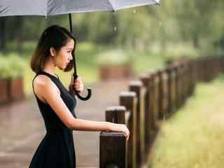 雨中女孩唯美漫步_雨中伤感美女意境壁纸_雨中唯美女孩壁纸