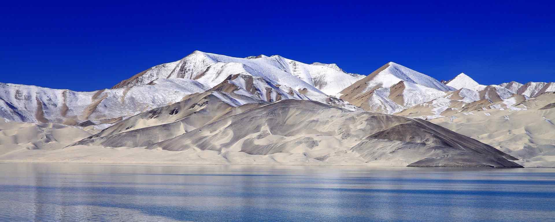 多彩新疆_天山风景_喀纳斯湖_沙漠戈壁风光壁纸