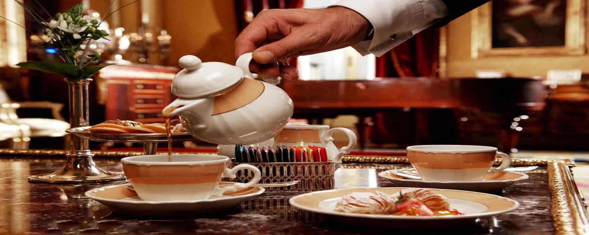 甜点_下午茶_咖啡_马卡龙_蛋糕_饼干_冰淇淋_甜点美食壁纸