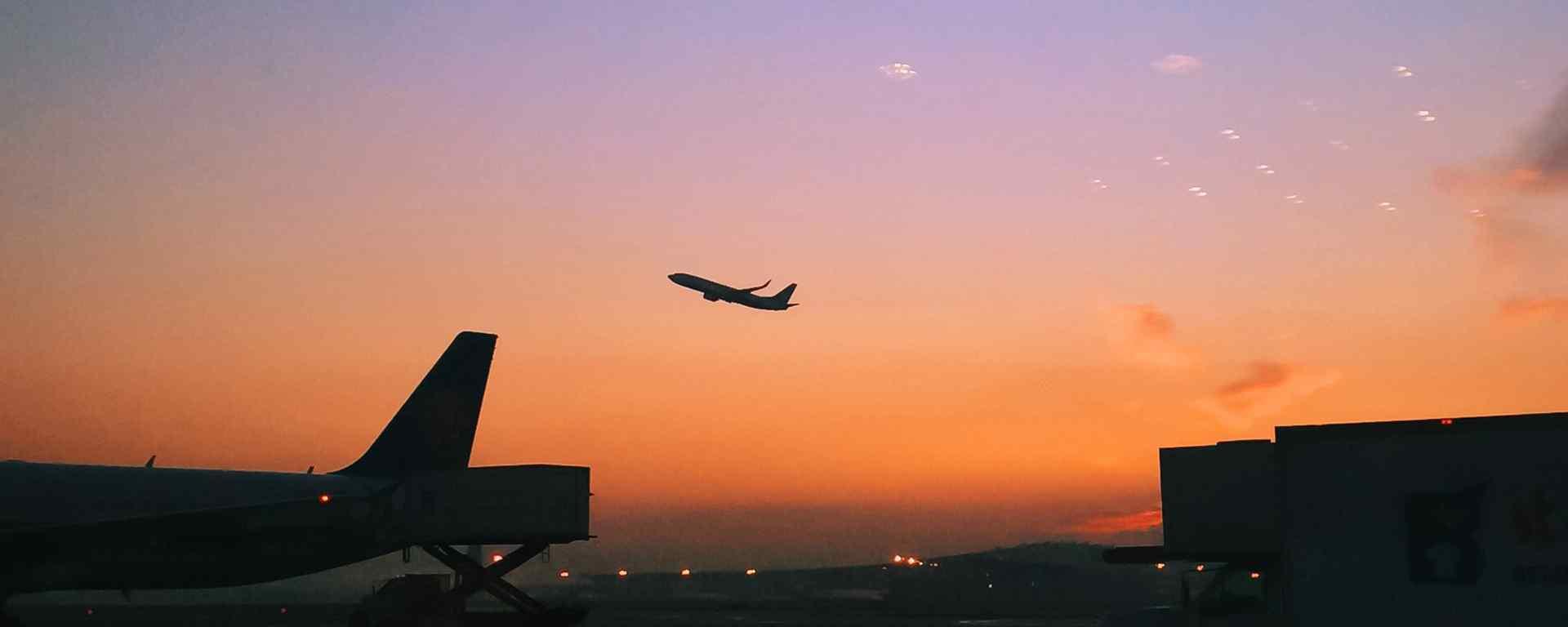 飞机_飞机图片_飞机上的风景_划过天空的飞机_旅途的风景文艺清新图片壁纸