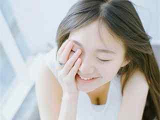 微笑女孩_微笑女孩图片_微笑女孩桌面壁纸_微笑女孩手机壁纸_微笑女孩壁纸下载