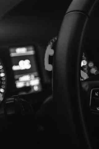 奔驰汽车仪表盘黑