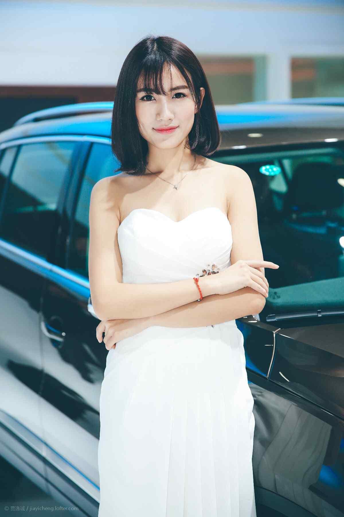 大众汽车成熟美女车模手机壁纸