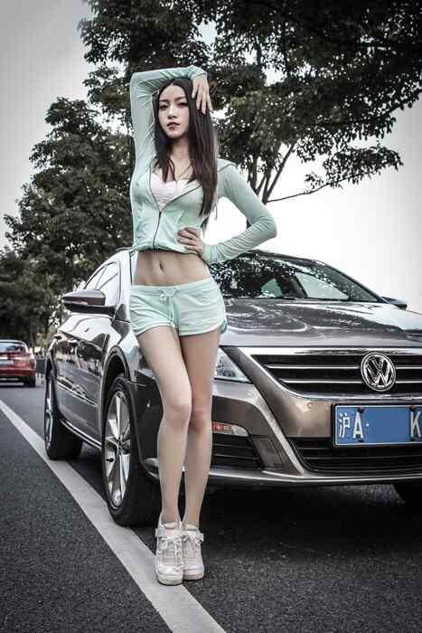 美女大众汽车车模手机壁纸