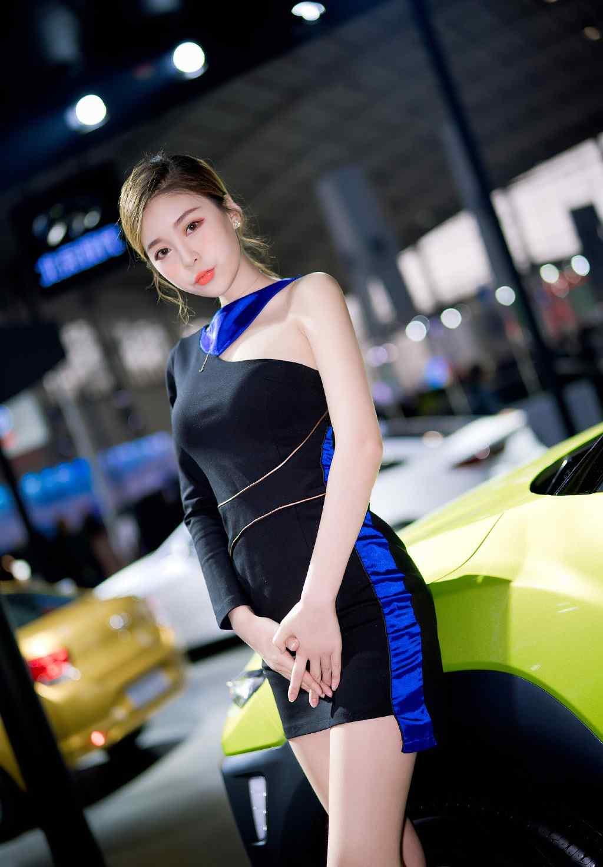 性感連(lian)衣短裙車模
