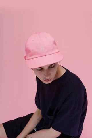 创意粉色欧美男模