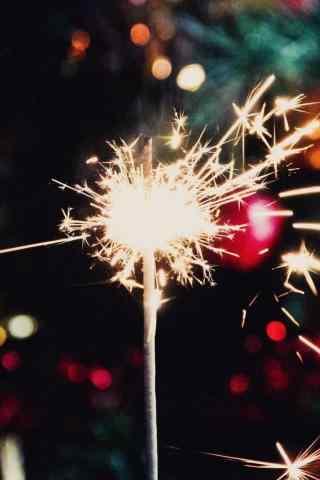 唯美灯光中的焰火图片