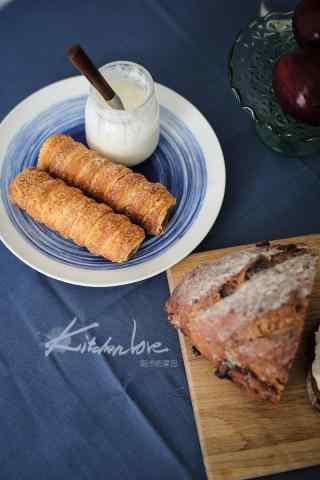 牛奶面包营养搭配的早餐图片手机壁纸