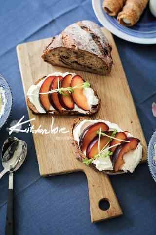 特色巧克力早餐面包图片手机壁纸