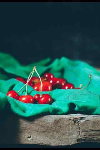 文艺复古的红樱桃摄影图片手机壁纸