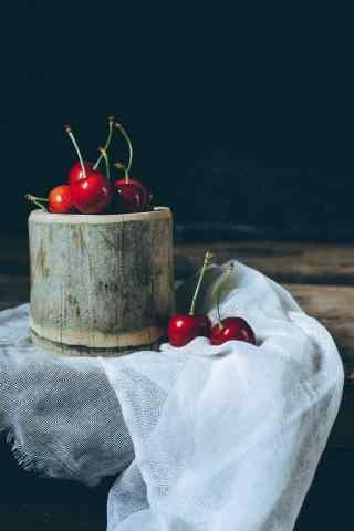 创意静物摄影图片之红樱桃手机壁纸