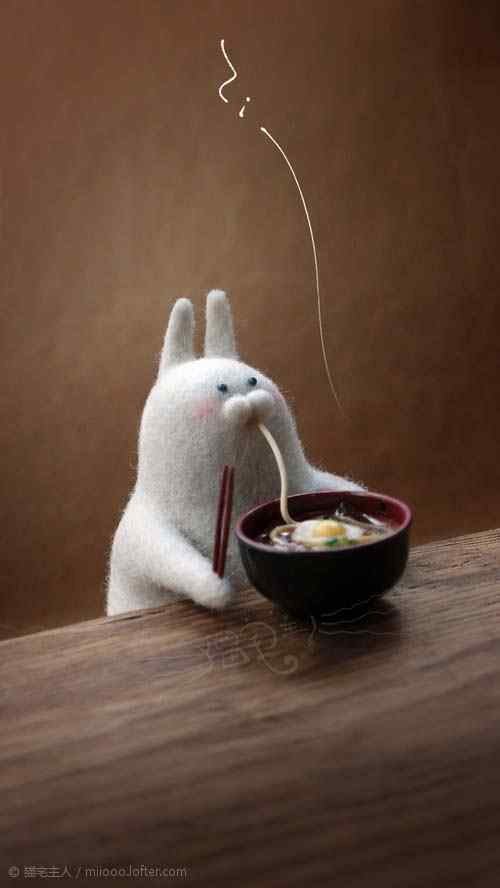 创意毛毡小兔子吃面手机壁纸
