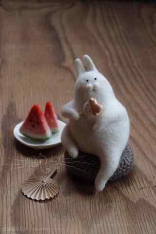 创意毛毡小兔子吃棒冰手机壁纸