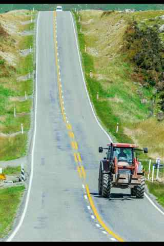 唯美新西兰不知名小镇的公路手机壁纸