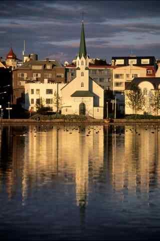 冰岛首都雷克雅未克日落唯美城市风光手机壁纸