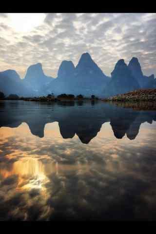 唯美暖色调桂林山水手机壁纸