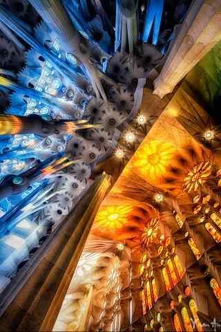 西班牙圣家堂富丽堂皇桌面壁纸