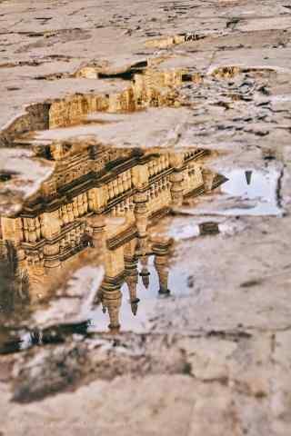 西班牙雨后倒影城市手机壁纸