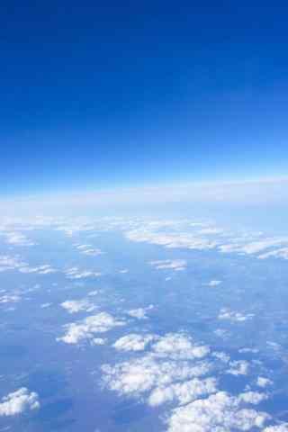 机窗外的蓝天白云