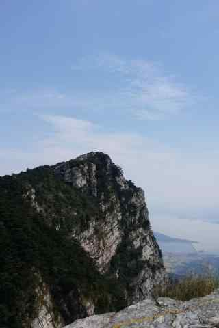 庐山晴空万里的山顶风光手机壁纸