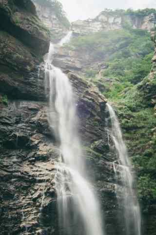 庐山壮观的山间瀑布手机壁纸