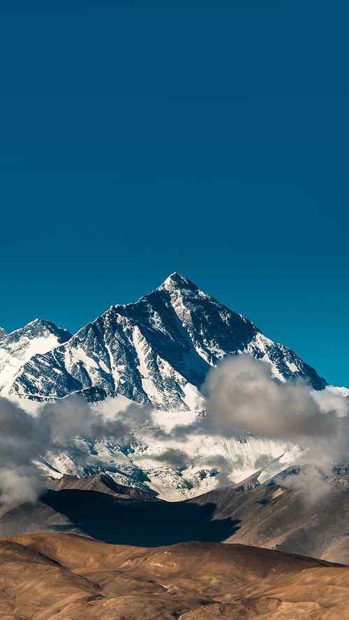 云间的珠穆朗玛峰手机壁纸