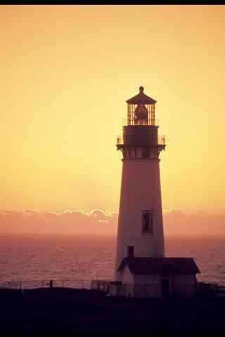 唯美的暖色调灯塔