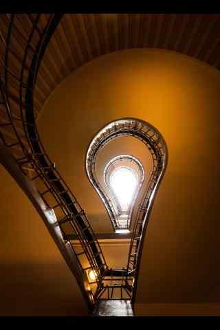 布拉格创意灯泡楼梯手机壁纸