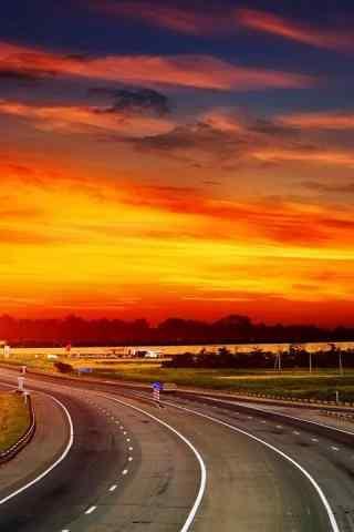 晚霞下的美丽公路风景手机壁纸