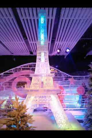哈尔滨冰雕展之埃菲尔铁塔冰雕手机壁纸