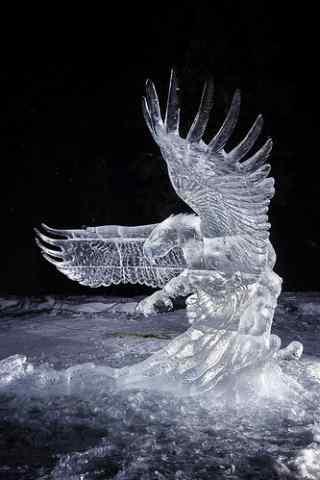 哈尔滨冰雕展之飞翔的雄鹰手机壁纸
