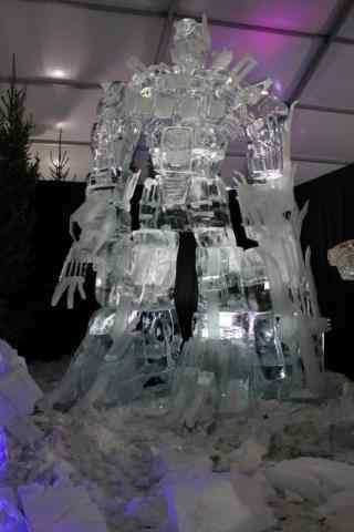 哈尔滨冰雕展之高达冰雕手机壁纸