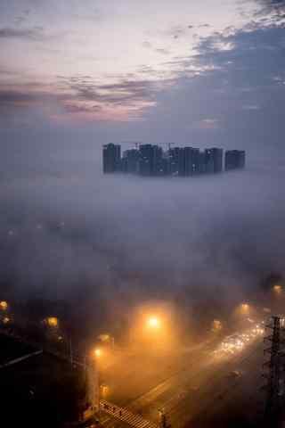 雾中的城市灯光风景手机壁纸