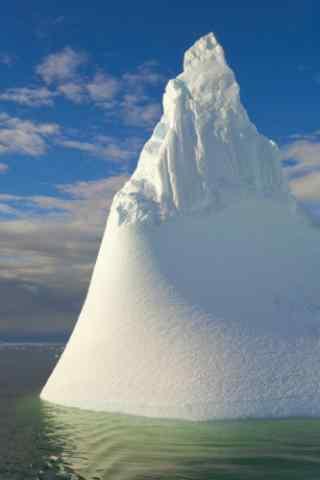 造型奇特的北极冰山图片手机壁纸