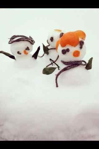 可爱的雪地里小雪人们手机壁纸
