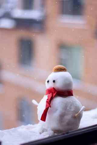 大雪茫茫中窗边的小雪人手机壁纸