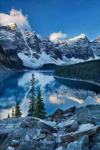 美丽的雪景山谷风景手机壁纸