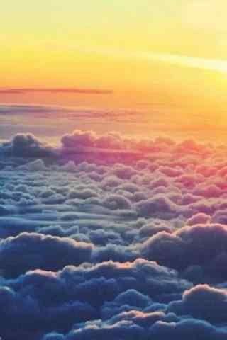 梦幻唯美的云层之上的夕阳风景