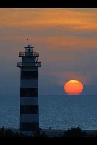 唯美的灯塔夕阳风景手机壁纸