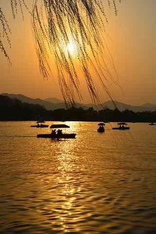 唯美的湖边晚霞风景手机壁纸