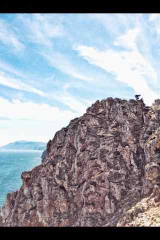 贝加尔湖岸边悬崖图片手机壁纸