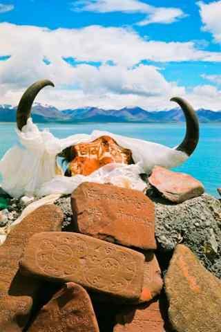 蓝天白云唯美的纳木错湖风景图片手机壁纸